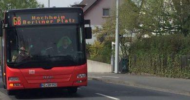 Busfahrversuch der Stadt Hofheim auf dem Hochheimer Marktgelände